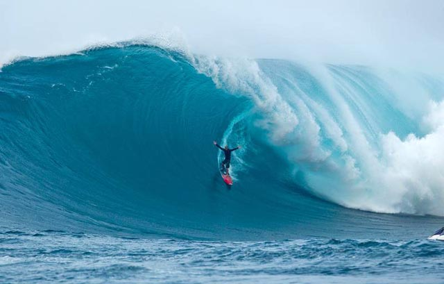 Dorian - Huge October JAWS swell!